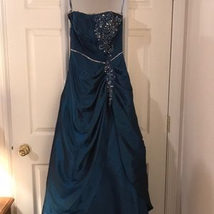 BLUE MAYQUEEN COUTURE DREE ( PROM)